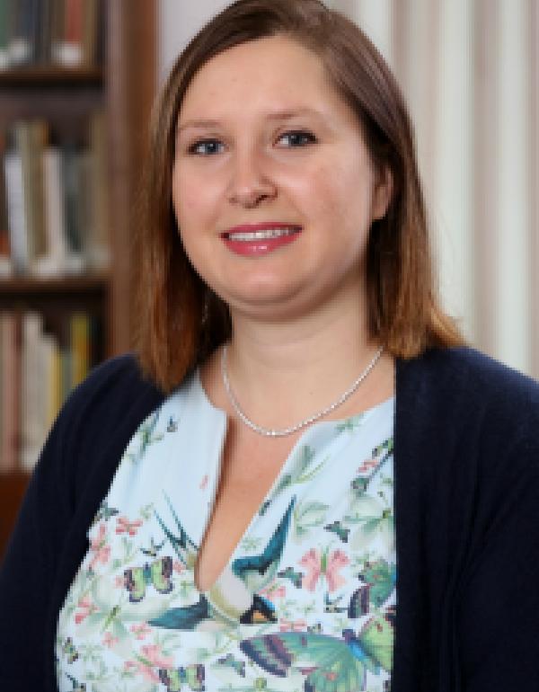 Dr.  Natasha Cohen